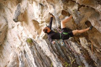 Overhanging_rock_climbing_result