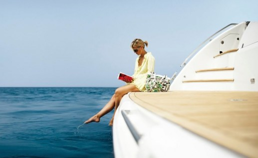 girl-yacht-wallpaper1-1200x734