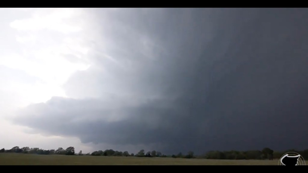April 14, 2011 Storm Chase   Incredible Supercell Storm Structure near Kenefic, OK!
