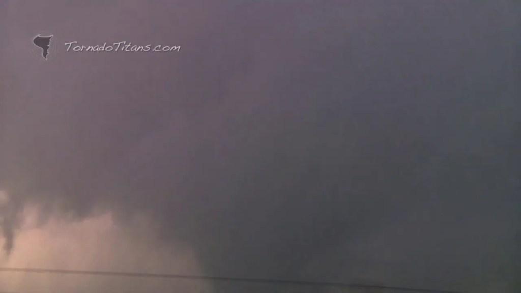 November 7, 2011 Storm Chase | Saddle Mountain, OK Large Tornado