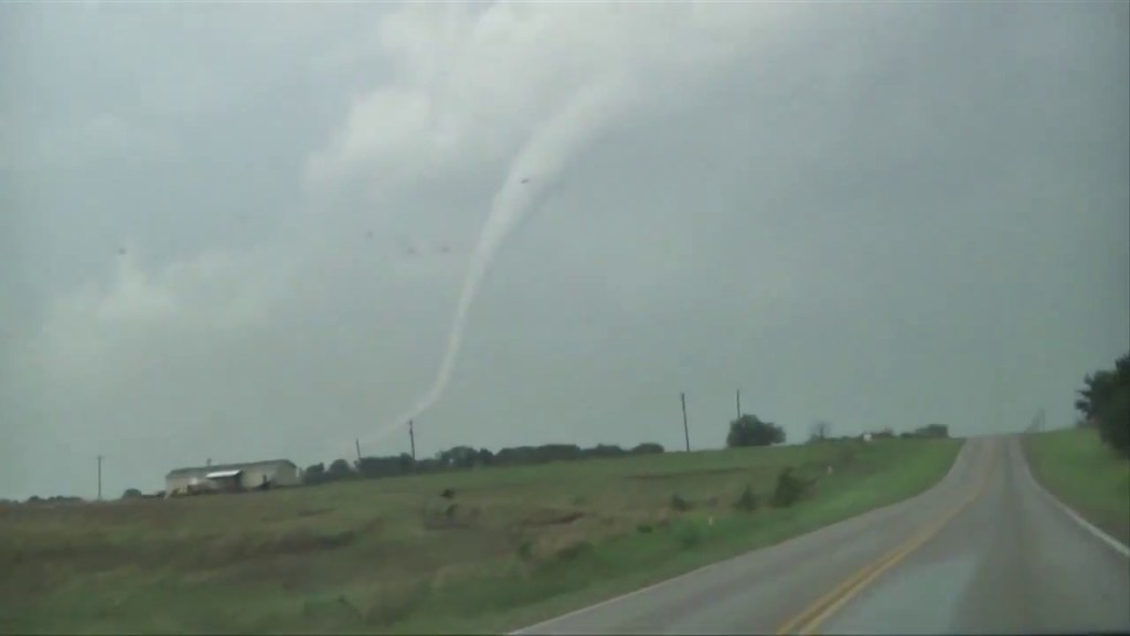 May 24, 2011 Storm Chase   Powerful Dibble – Goldsby, OK EF4 Tornado