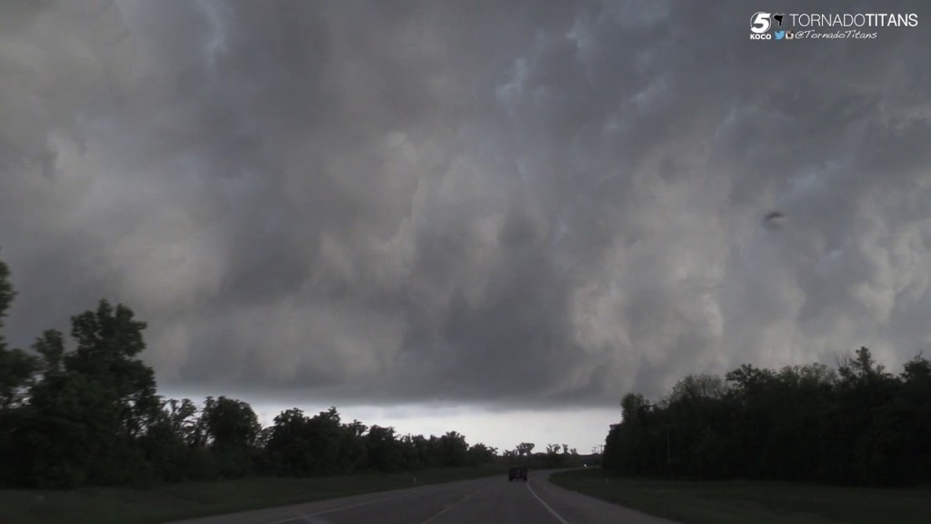 April 29, 2016 Storm Chase | Incredibly Photogenic Whale's Mouth in Southern Oklahoma