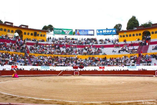 medio-siglo-de-gritar--ole-en-la-plaza-ambato----2013023080759-7052c8aeb68bd006b08917bbe9217e36
