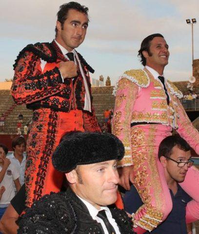Fandi y David Mora a hombros en Segovia Foto Norte de Castilla