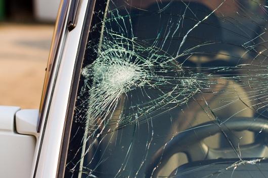 車窗玻璃被刮或碎裂怎么辦? | 修車寶典 | 大紀元汽車網 auto.epochtimes.com