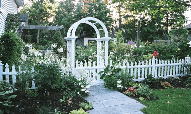 Travel with Frank Kershaw to Stouffville, Claremont and Uxbridge Area Gardens