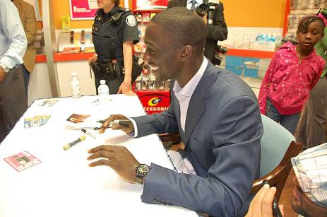 "New Raptor ""Pops"" Mensah-Bonsu smiles while greeting fans at the new Cellular Point store at Malvern Town Centre April 18."