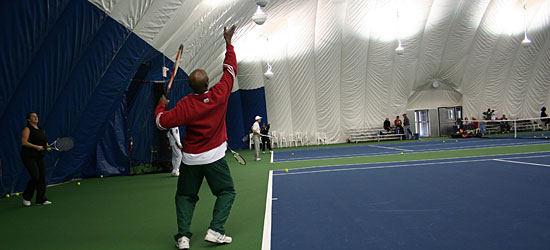 Wilson Bedeau shows how to serve (3/4).