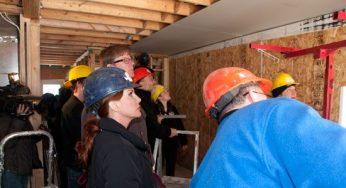 Melissa Gilbert lends a helping hand