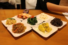 Side dishes included in the price of main dishes