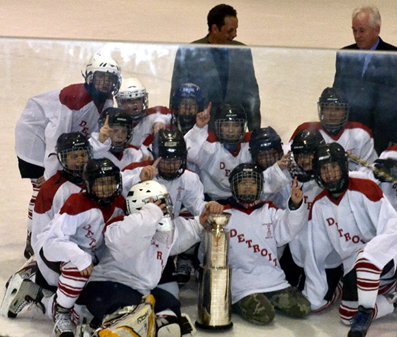 """The winners of the EYHA's """"Little Stanley Cup"""" celebrate their victory. (Hasan Zahid/Toronto Observer)"""