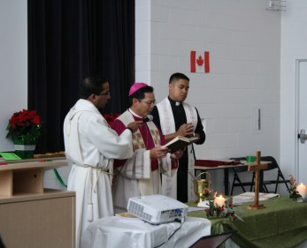 Father Edwin and Bishop Nguyen from St. Barnabas Parish lead a Psalm reading.