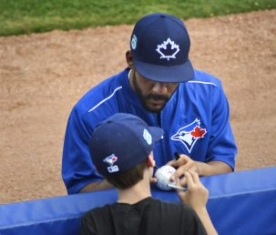 Devon Travis stops to sign autographs for young fans at Florida Auto Exchange Stadium. (Jose Taboada photo)