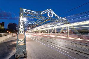 Queen_bridge.jpg