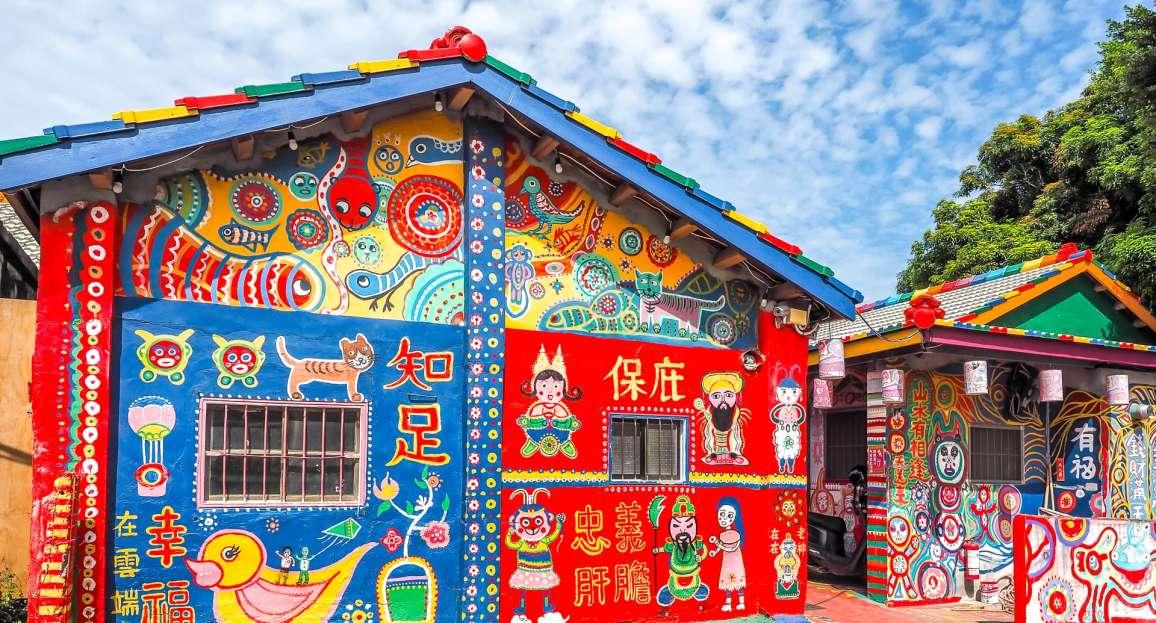 Rainbow Village, sauvé grâce au talent coloré d'un grand-père de 97 ans 16