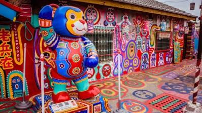 Rainbow Village, sauvé grâce au talent coloré d'un grand-père de 97 ans 18