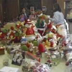 Productos navideños y juguetes, donados por Makro