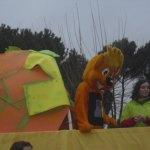 Divertidos personajes divirtiendo a los niños de Torrelodones