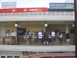 La Banda Municipal de Música de Torrelodones, ensayando en la colonia