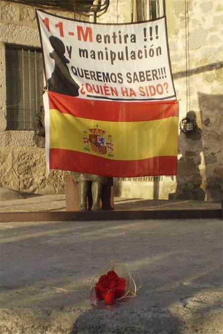 Peones Negros de Torrelodones concentrados en la Plaza de la Constitución