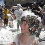 Fiesta de la Espuma organizada por la Peña la Cucaña, de la colonia de Torrelodones