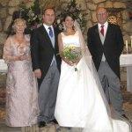 Leticia y Fernando acompañados por los padres del novio