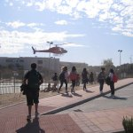 Helicóptero aterriza en el colegio