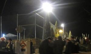 Jovenes junto al Polideportivo de Hoyo de Manzanares