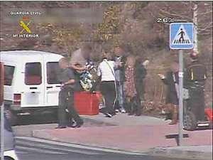 Detenidos en el exterior por los Guardia Civiles de Torrelodones