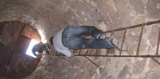 La vertiginosa escalerilla de acceso a lo alto de la torre