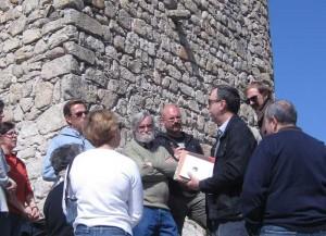 Explicación del arqueólogo Pablo Schnell (Sección Investigación A.E.A.C.)