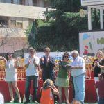 """Minifútbol de Torrelodones 24-06-2012 Los niños entregan una placa a """"La Vieja"""""""