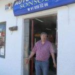 Mariano Gutiérrez, del Autoservicio Sonsoles se mostró indignado por el corte de Jesusa Lara