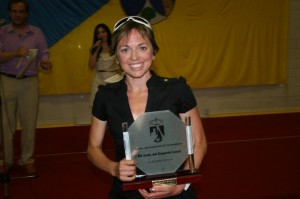 La Triatleta Marina-Damlaimcourt, de Torrelones, Madrid, cuando fue premiada en la Gala del Deporte