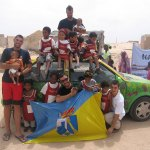 El equipo de Protección Civil de Torrelodones con los niños del orfanato