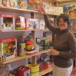 Pilar Piris, en la juguetería Soliluna, frente a Correos de Torrelodones