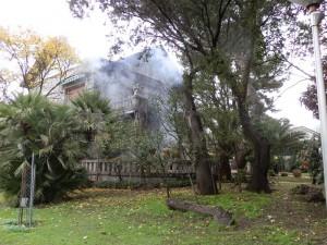 Apagan incendio en un chalet de la calle de la estación de Torrelodones