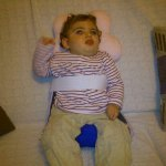 Claudia en su asiento provisional hecho de escayola en el Hospital de La Paz