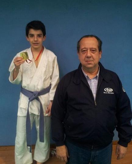 El jóven campeón, Alonso Ramos y su instructor, Jorge Valcárcel (Foto: Consuelo Tierno Regidor)