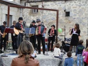 Actuación de la Big Band en la Feria del Libro de Torrelodones