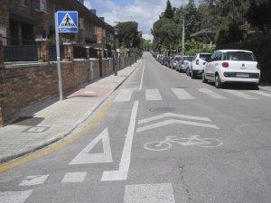 Carril bici, a su paso por la calle Fuente Albadalejo (detrás del Supersol de la colonia)