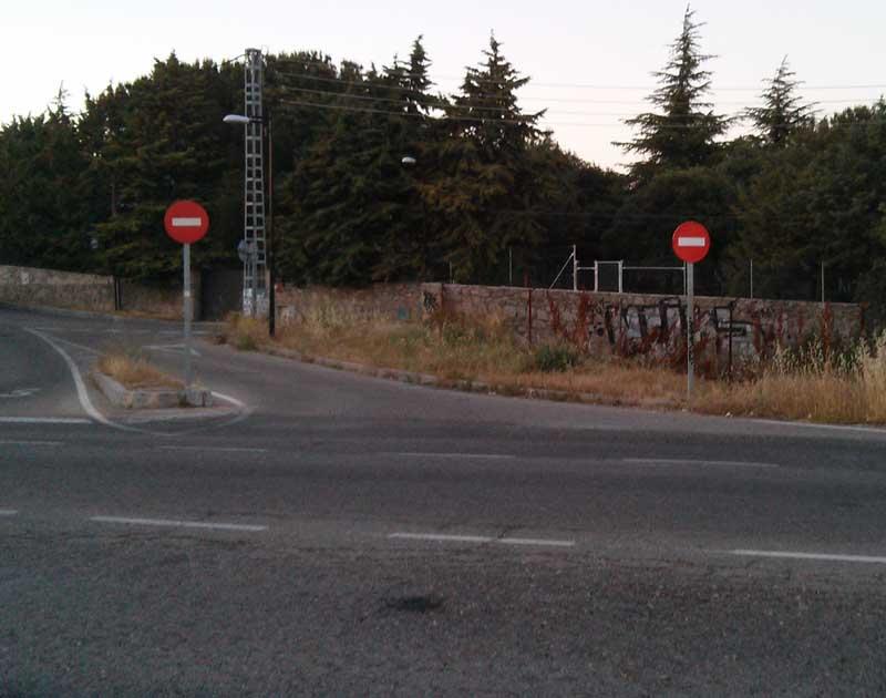 Por seguridad, se prohibió la entrada desde la Carretera de Galapagar a una zona residencial