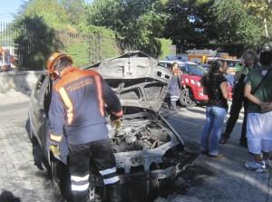 Apagan un coche incendiado en Torrelodones