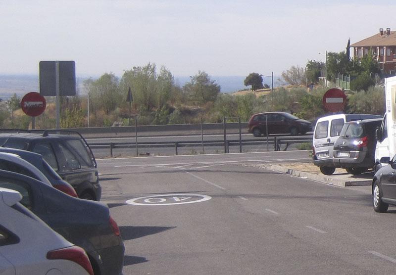 Nueva señal de velocidad máxima junto al Campo de Fútbol de Torrelodones