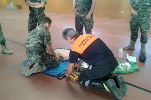 Miembros de Protección Civil de Torrelodones impartieron un Curso Básico de Primeros Auxilios a personal militar
