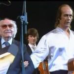 El maestro Joaquín Rodrigo saluda a Paco de Lucía al concluir el concierto