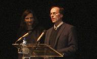 Mario López con Isabel Pérez van Kappel (Presidenta del AMPTA del Diego Velázquez) en el Homenaje a los Maestros Republicanos de Torrelodones