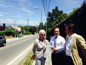 Alcaldesa de Colmenarejo, Alcalde de Galapagar y el Viceconsejero de Transportes (centro)