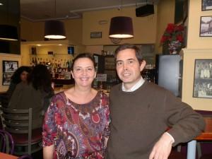 Nacho y Karine invitan a celebrar sus 100 días al frente del bar Belle Epoque de Torrelodones