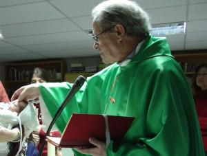 D. José Ramón, ya mayor y enfermo, en el que quizás fue el último bautizo que realizó